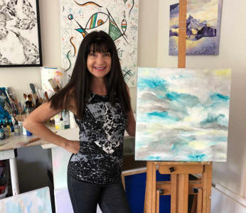 artist Linda Paul in studio