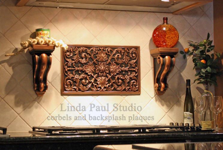 picture of kitchen backsplash with corbels and decorative plaque