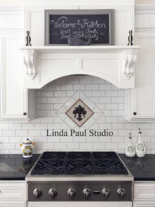 fleur de lis in black and white kitchen